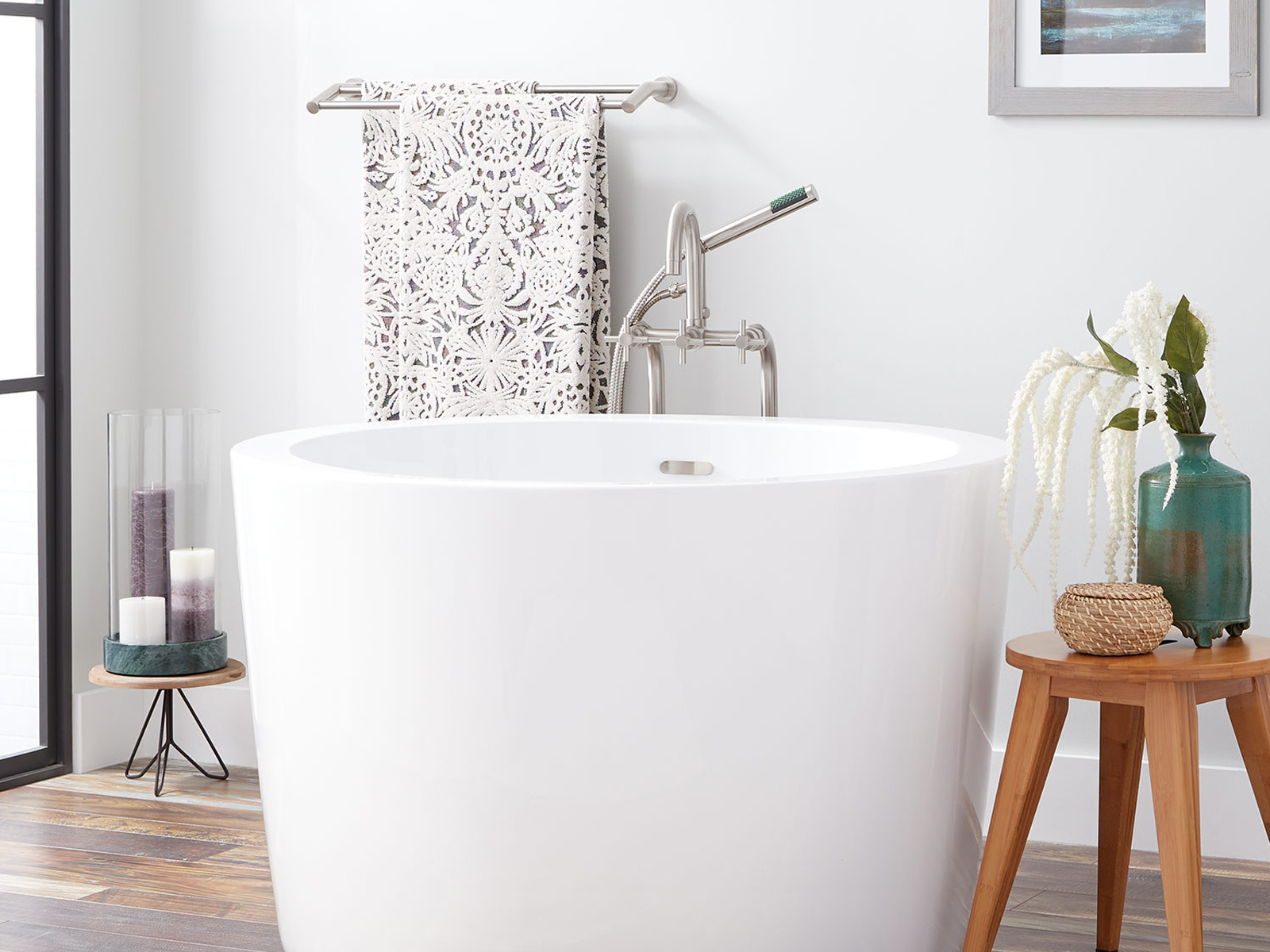 Cherie-Barber_Renovating-For-Profit_Small-Bathrooms-compact-bathtub