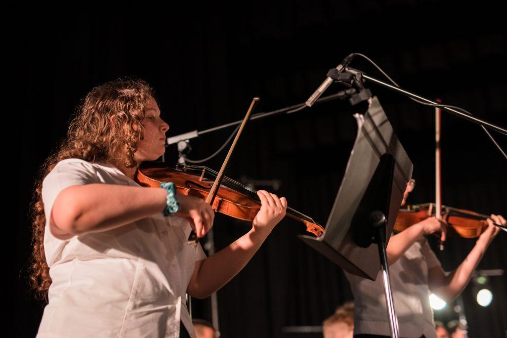 IGS-music-showcase-2018-violinist