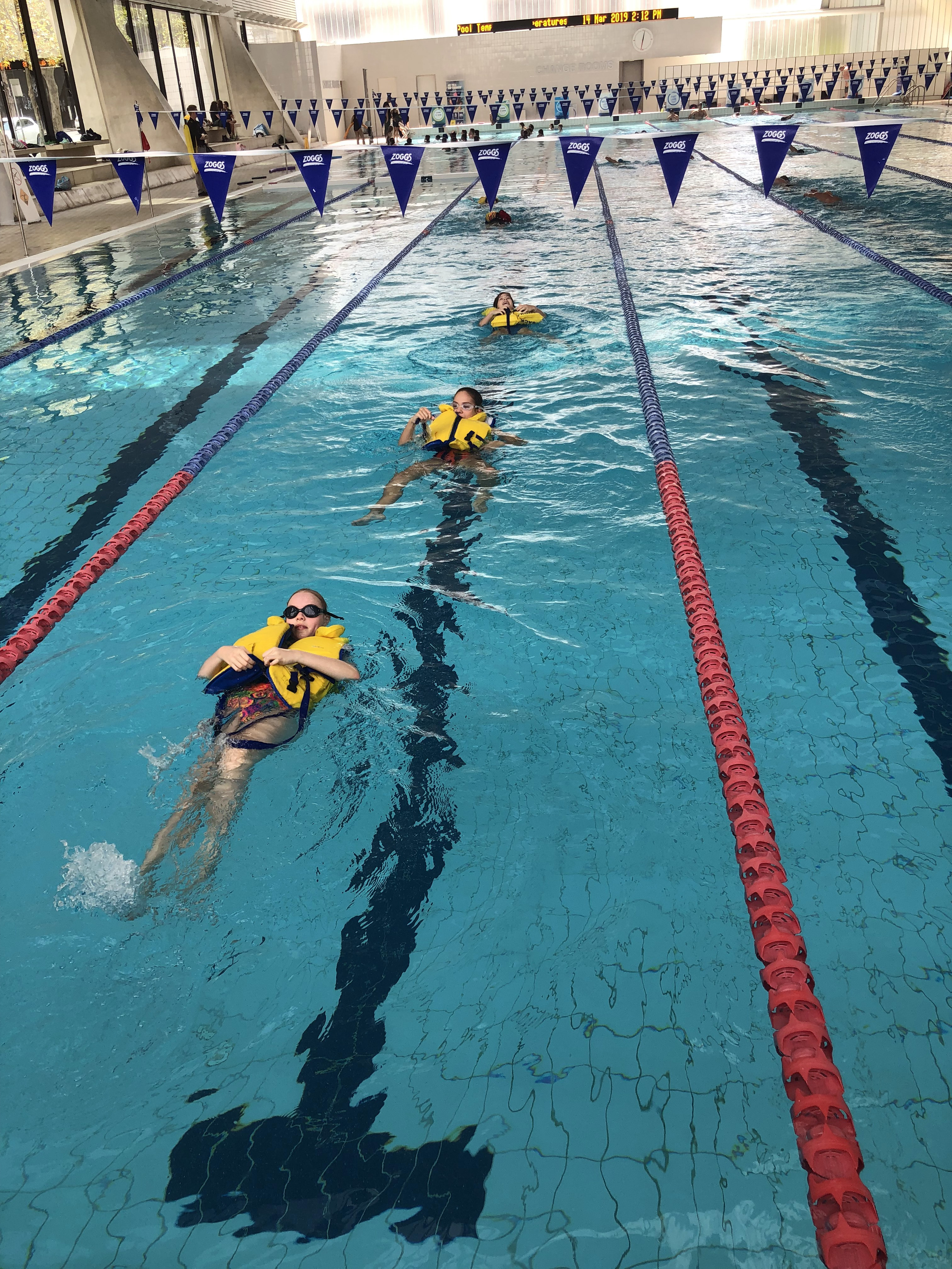 igs-water-safety-skills-group-in-pool-activities