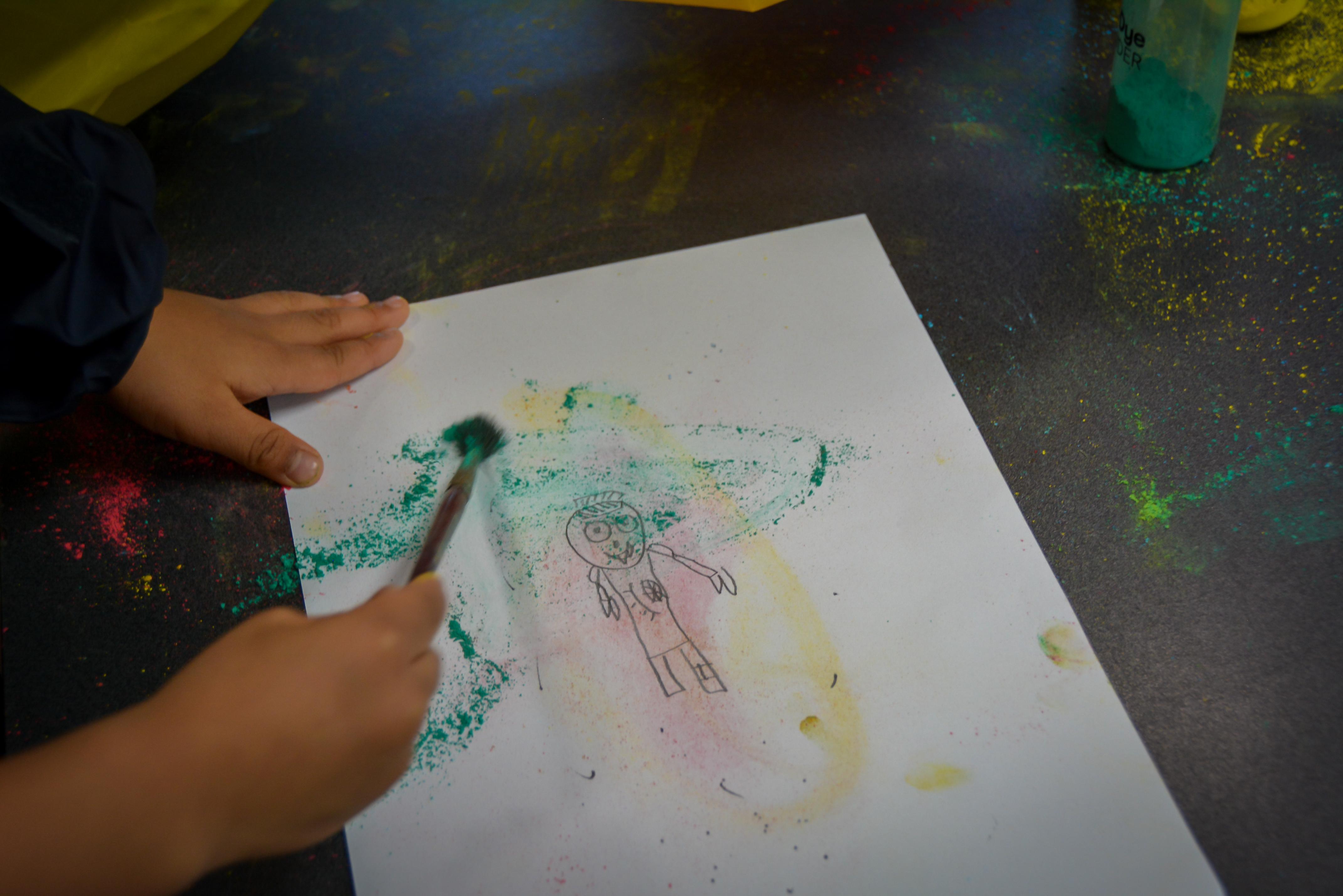 igs-kindy-holi-art-making-sketch