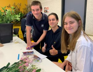 IGS students created cards and shared flowers at Chris O'Brien Lifehouse