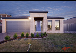 27 Kerford Crescent Point Cook