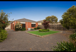 11 Emily Crescent Point Cook image
