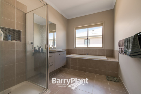 property/544175/17-waterbloom-avenue-clyde-north/ image
