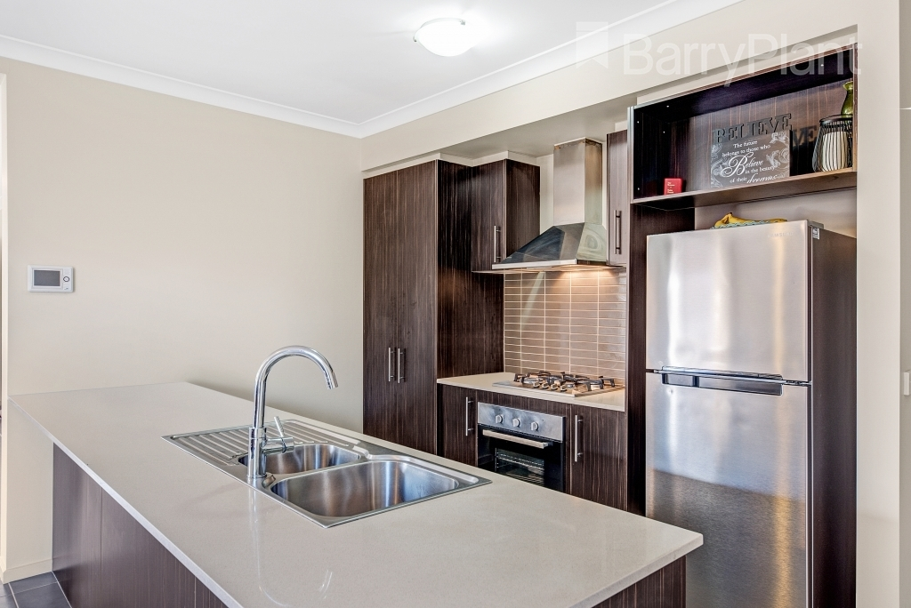 6 Cloudy Crescent Point Cook