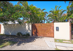 2/275 Bayview Street Hollywell