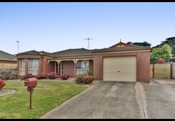 16 Mayfield Crescent St Albans Park