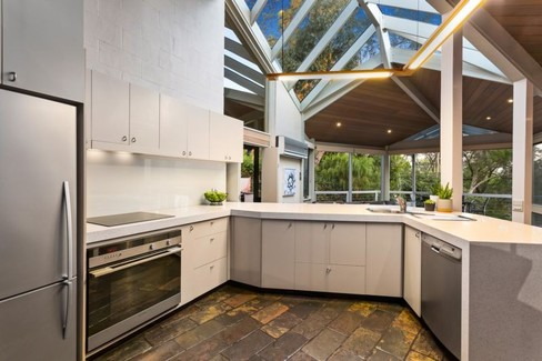 property/555418/144-progress-road-eltham-north/ image