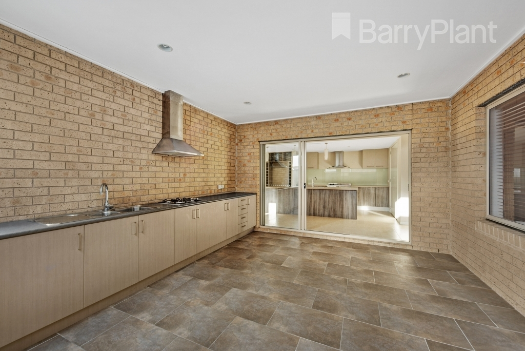 14 Truscott Grove Point Cook