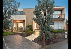 2/30 Diamond Boulevard Greensborough