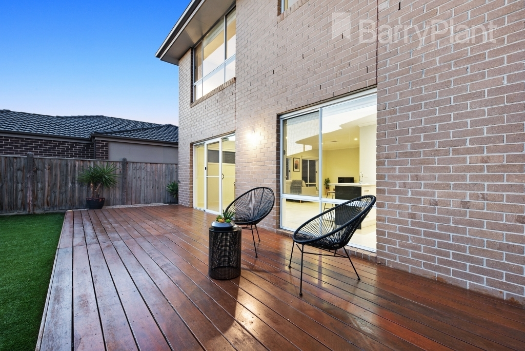 22 Waves Drive Point Cook