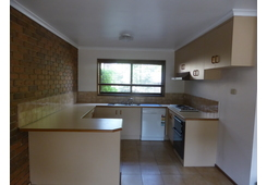 2/67 Nell Street Greensborough image