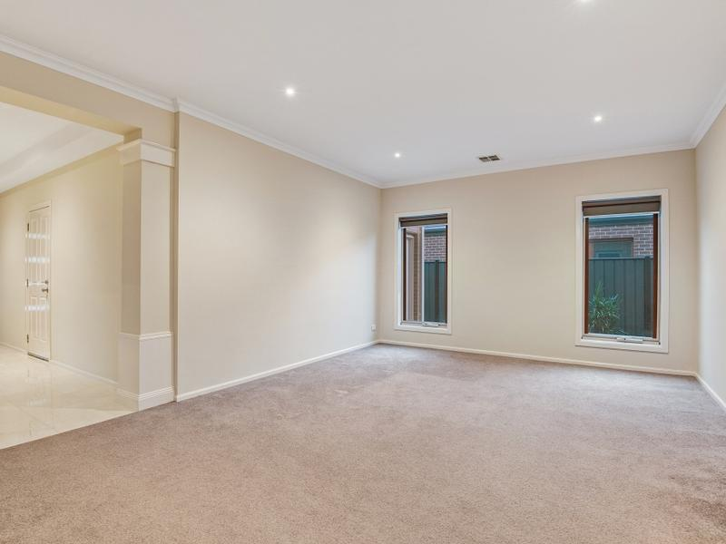 16 Brownlow Drive Point Cook