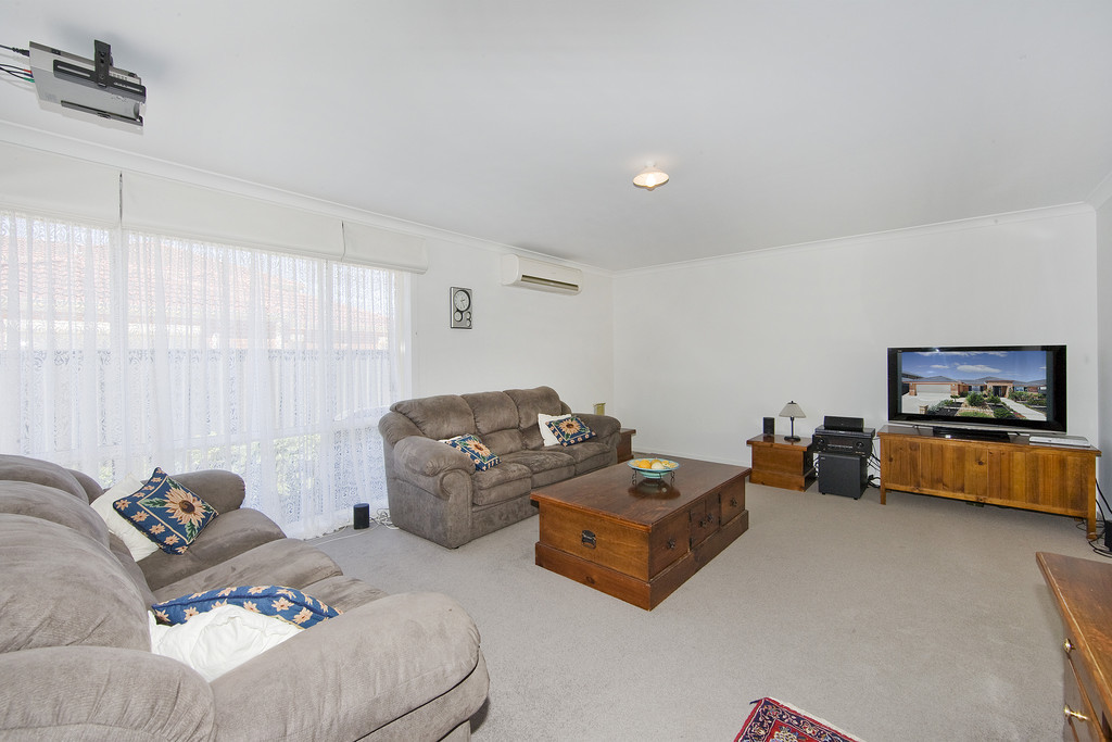 11 Innisfail Drive Point Cook