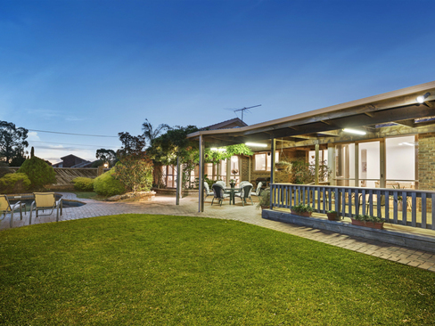 property/554815/16-hilden-close-hoppers-crossing/ image