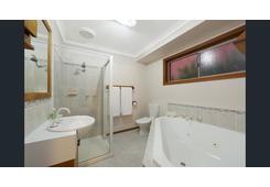 property/571839/3-dana-court-rowville/ image