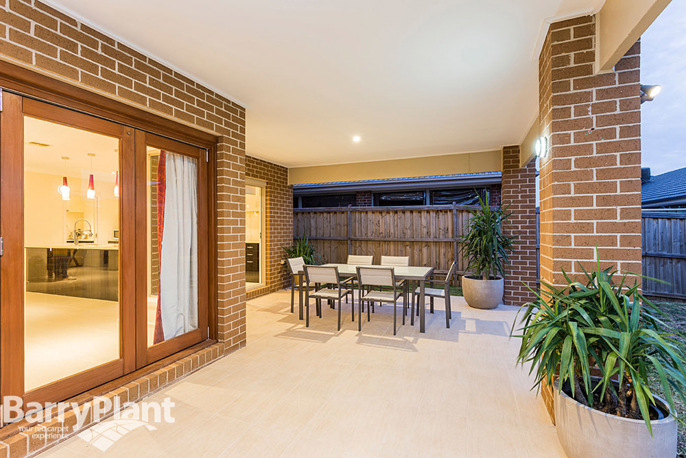 18 McWilliams Crescent Point Cook