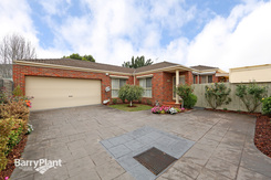 2/52 Shearer Drive Rowville