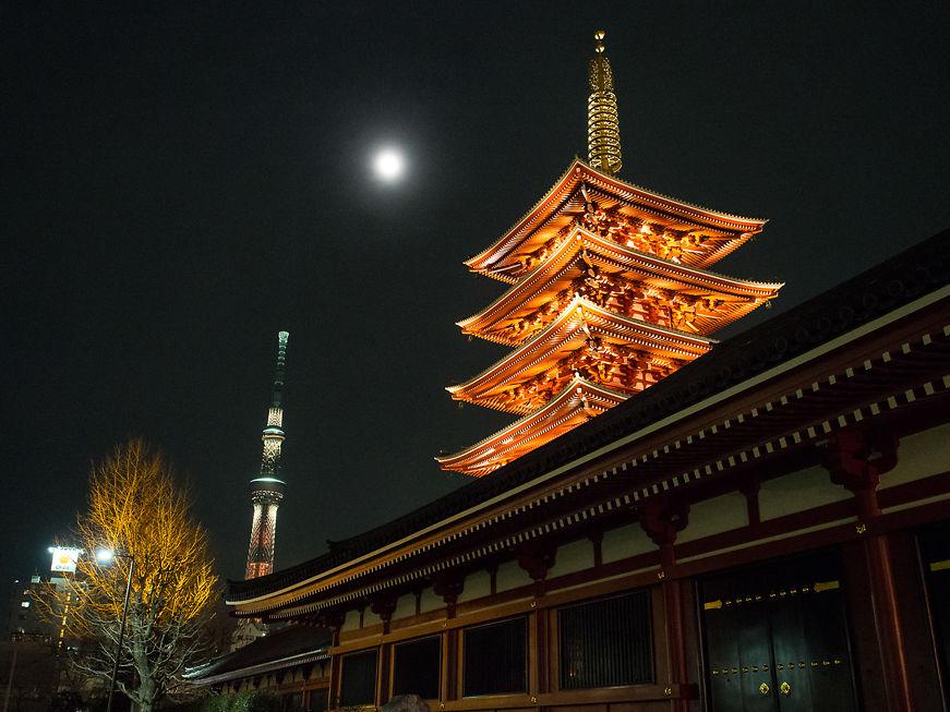 Shinto shrine at Sensō-ji, at night