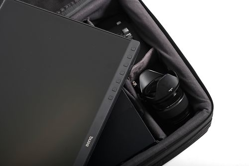 Accessory pockets in the BenQ Soft Case