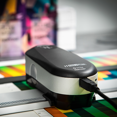 X rite i1 Photo Pro 3 plus spectrophotometer in use