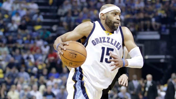 Vince Carter turns back clock with impressive dunk vs. Spurs (VIDEO)
