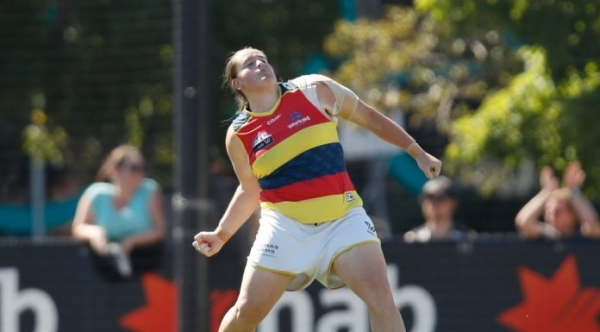 AFLW: Crows re-sign key duo