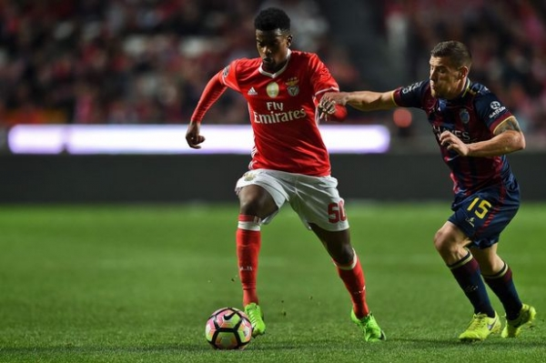 Manchester United 'bid £30m for defender Nelson Semedo' in order to beat Barcelona to Benfica star