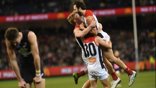 Shades of Hawthorn in 'unsociable' Dees