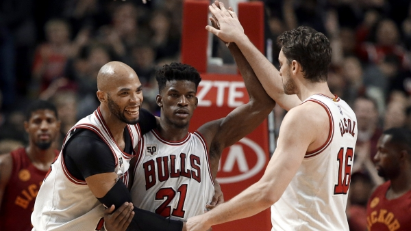 Watch former Bulls Jimmy Butler, Joakim Noah ball with Dwyane Wade