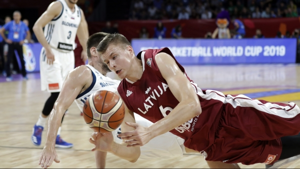 Kristaps Porzingis accuses former Knick Anthony Randolph of dirty play at EuroBasket