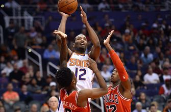 Warren leads balanced Suns past hapless Bulls