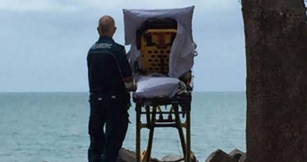 Aussie ambulance grant patient dying wish to see the ocean and everyone's crying