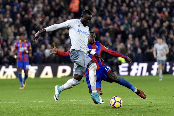 Evertons Oumar Niasse banned for two games for diving to win penalty against Crystal Palace