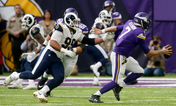 Keenum helps keep Vikings rolling, with 24-7 win vs. Rams