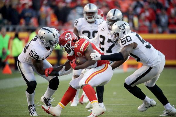 Chiefs Kareem Hunt back on track in win over Raiders