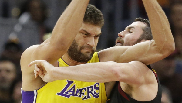 Brook Lopez ducks LeBron, then airballs two free throws (VIDEO)