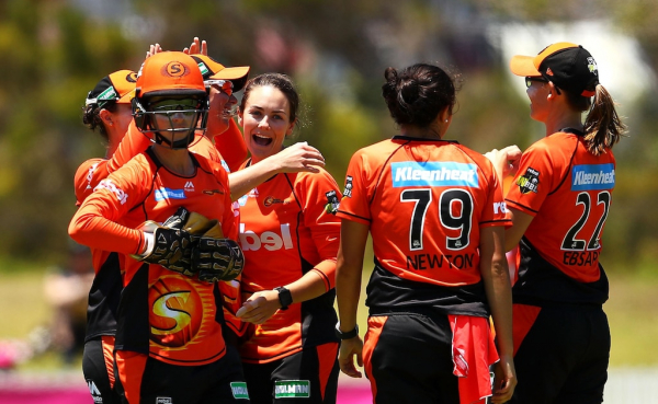 Perth Scorchers stamp claim as team to beat in WBBL with thumping win over Sydney Sixers