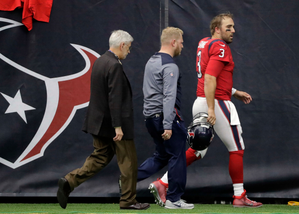Texans QB shakes after scary hit, briefly returns before being ruled out