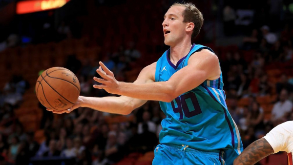Hornets' Cody Zeller has torn medial meniscus in left knee, out indefinitely
