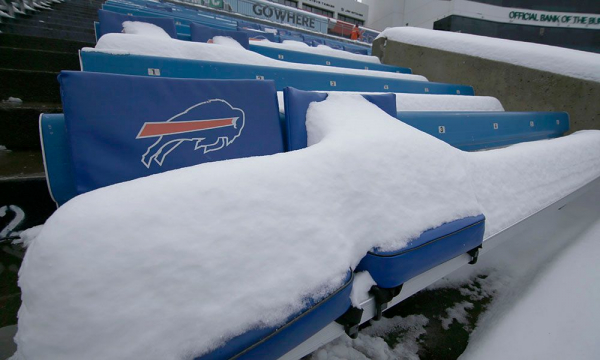 10 amazing scenes from Bills-Colts snow game