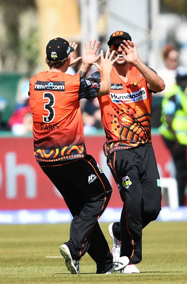 Big Bash League: Ashton Agar stars as Perth Scorchers defeat Adelaide Strikers in Alice Springs