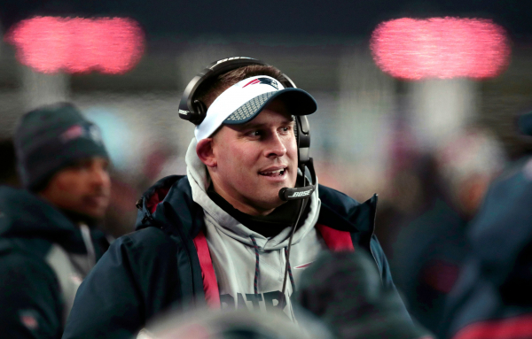 AP source: Colts closing in on deal to hire McDaniels