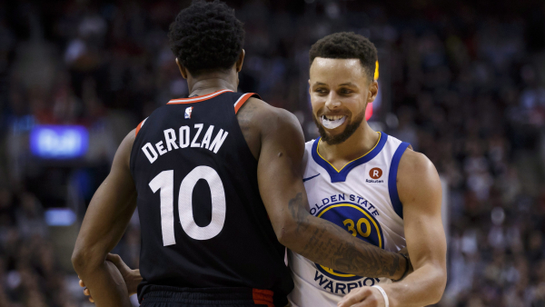 Stephen Curry returns with 24 points, Warriors hold off Raptors 127-125