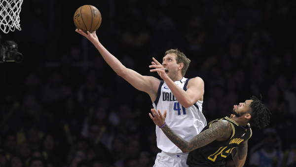 Mavericks don't use scandals as excuse for poor play vs. Lakers