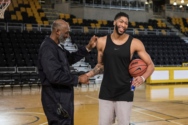 Anthony Davis was pranked by Karl Malone, who wore hilarious disguise