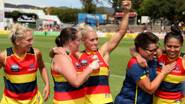 Match report: Phillips keeps Crows alive