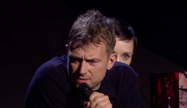 Damon Albarn seemingly off somewhere in Feel Good Inc during BRIT Awards speech