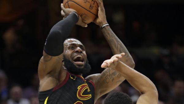 LeBron James' triple-double lifts Cavaliers past Bucks