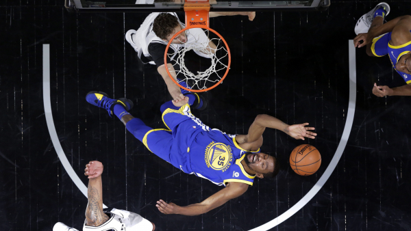 Warriors beat Spurs in glum Game 3